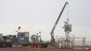 Alivio de carga liquida en pozos productores de gas por medio de la aplicación de  espumantes en fondo de pozo